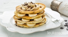 Chocolate chip pancakes met banaan