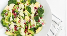 Fresh & Easy: Broccolisalade met avocado dressing