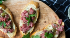 Crostini met steak tartaar
