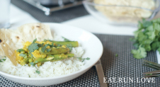 Gele curry met sugar snaps en doperwten