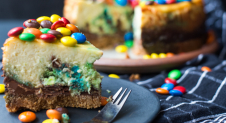 VIDEO: M&M's cheesecake