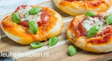 Mini mozzarella pizza