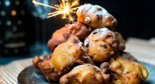 VIDEO: Oliebollen met appel en kaneel