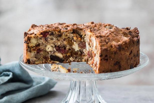 Ontbijtcake met noten en gedroogd fruit