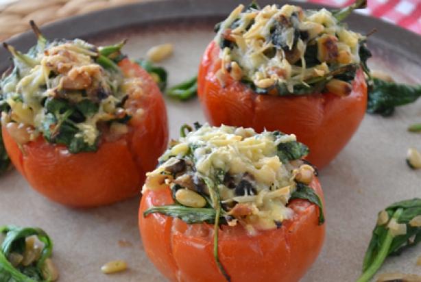 recept voor gevulde tomaten met spinazie - foody.nl