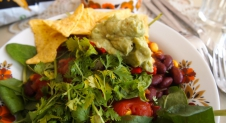 Vegan fastfood: Mexican chili met verse guacemole