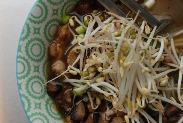 Vietnamese noedelsoep met kip (Pho Ga)
