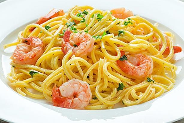 recept voor citroen knoflook pasta met garnalen - foody.nl