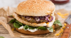 Dude food dinsdag: Cajunburger van kip en ananas