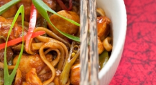 Sticky citroen en chili kip noodles | Simone's Kitchen