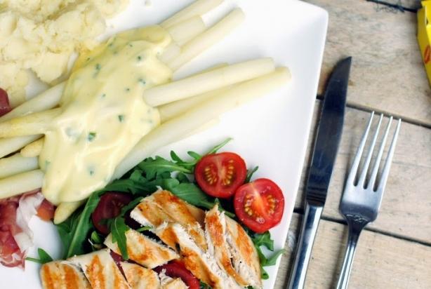 recept voor asperges met ham en aspergesaus - foody.nl
