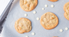 VIDEO: Witte chocolade & macadamia cookies