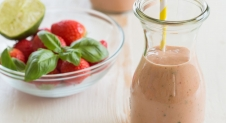 Smoothie met havermelk, aardbeien, avocado en nectarine | Simone's Kitchen