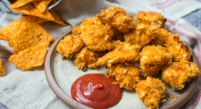 VIDEO: Kipnuggets met doritos korst