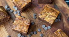 VIDEO: Whiskeybrownies met cheesecakelaag