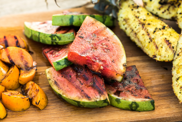 VIDEO: 3x gegrild fruit van de BBQ met hangop en Original Spices