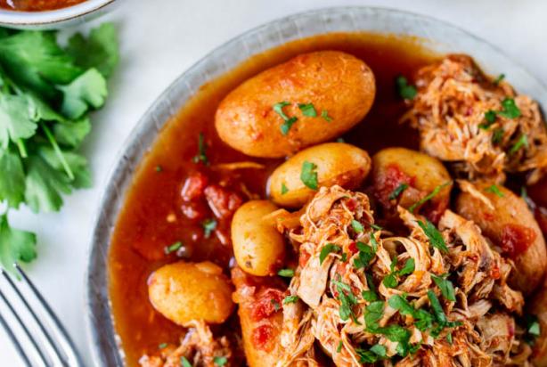 Recept Voor Pittig Tomatenstoofpotje Met Kip En Aardappel Foody Nl