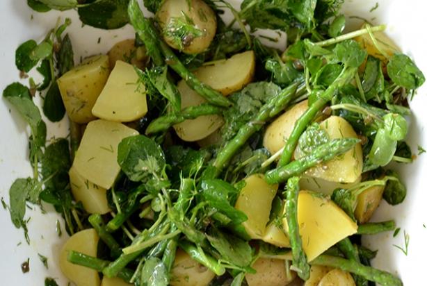 Recept voor aardappelsalade met groene asperges - Foody.nl