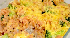 Macaroni and Cheese met Broccoli