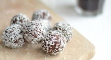 Video: Healthy Choco DadelBallen
