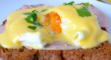 Home Made: Eggs Benedict