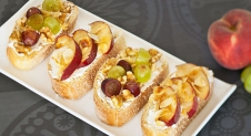Bruschetta's met fruit