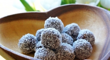 Bliss Balls: healthy chocolate snack