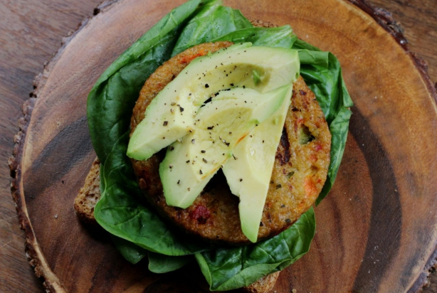 Couscousburger met avocado