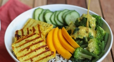 Indiase bowl met curry-tofu en mango