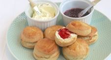 VIDEO: Scones met clotted cream