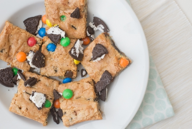Video: M&M Oreo Blondies met Twix