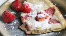 Dutch Baby Strawberry Pancake